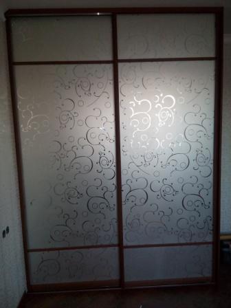 Шкаф 2-х дверный пескоструйный рисунок на дверях