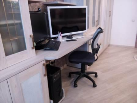 Стол рабочий в кабинет ДСП Ясень Наварра