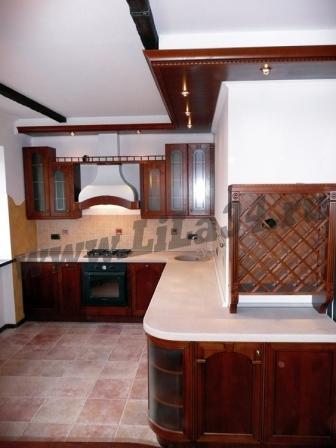 Кухня с фасадом нат.дерева Италия