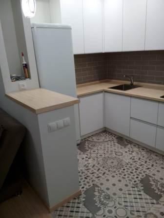 Угловая кухня белый цвет-Волжский