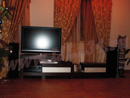 Тумба под телевизор в гостиную