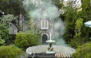 Шашлык рядом с фонтаном