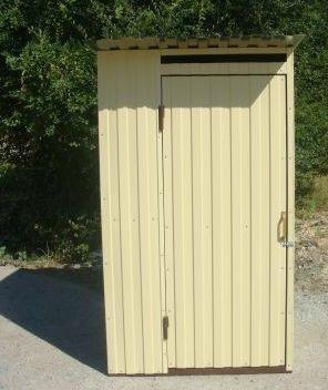 Туалет для дачи обшитый профнастилом